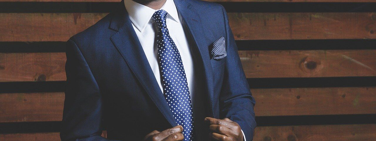 business-suit-690048_1280